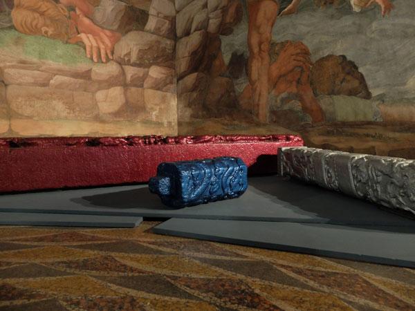 Ai-Weiwei-Stone-pillars-2014-elemento-architettonico-e-vernice-per-auto-Ferrari